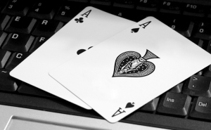 Online Poker players take care! Others may see your cards